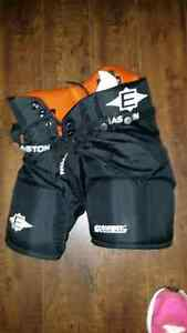 Easton Synergy X-treme Hockey Pants Youth Medium Kingston Kingston Area image 1