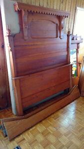 Mobilier de chambre antique, bois massif