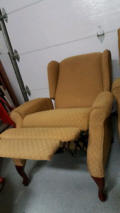 Set of 2 reclining winged chairs