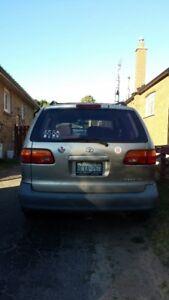 Toyota Siena 2000