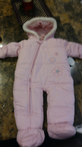 Brand new girls snow suite size 3 Months