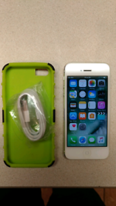 MINT Apple iPhone 5 16GB White Locked to Rogers