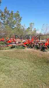 40' Bourgault 8800 with 3225 Tank
