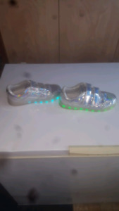 Kids Light up sneakers perfect condition size 4