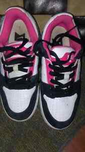 Girls size 4.5 Nike Shoes Cambridge Kitchener Area image 2
