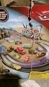 EXCELLENT FLORIDA 500 DIsney CARS Racing Set EC
