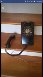 Vieux téléphone mural
