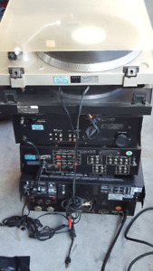 AMPLIFIER AND TURNTABLE