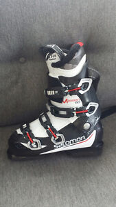 Brand new Solomon Mission 60 Men's ski boots