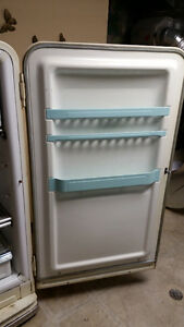 Vintage 1950s Frigidaire Fridge/Freezer Kitchener / Waterloo Kitchener Area image 3