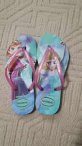 BNWT girls size 2Y havianas