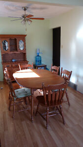 Hutch and Dining Table/chairs