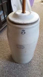 Medalta's #5 butter churn with lid