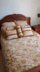 Couette de lit de haute qualité brodé avec 7 coussins