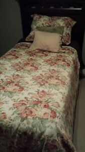 VARIETY OF QUEEN DUVETS AND QUILTS
