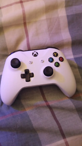 Xbox controllers 1 used 1 never used