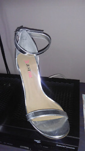 Just Fab Womens 7.5 Silver Formal Shoes