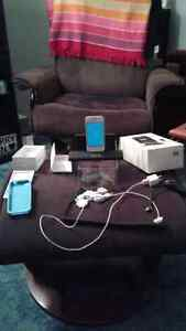 IPhone 4s White16g, with accessories. (Senior owned).