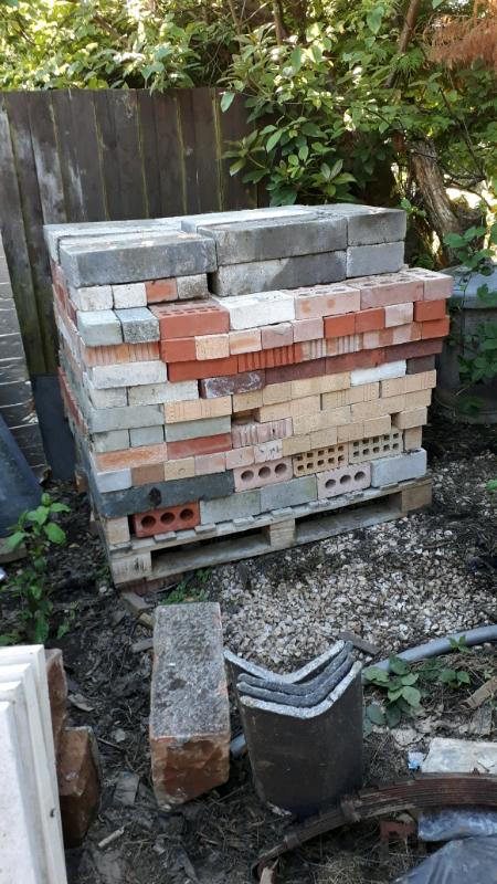 Pallet of brick/block...free   in Lennoxtown, Glasgow ...
