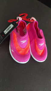 Speedo toddler water shoes, size 4/5, new with tags