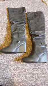Grey boots size 8 London Ontario image 2