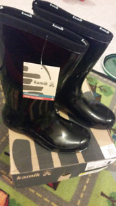 New Kamik boots size 9