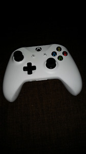 Xbox one controller 10/10 NEVER USED - NO BOX