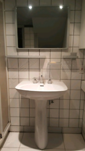 Lavabo sur pied / Miroir / Accessoires