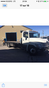 Dépanneuse Hino 338 plate forme 24 pied
