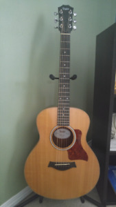 GS Mini Taylor guitar, Mint condition, all accessories