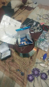 A large collection of assorted vintage jewellery