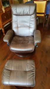 2 chaises inclinables pivotantes - 2 pivoting recliners