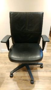 Turnstone Fully adjustable leather black office chair