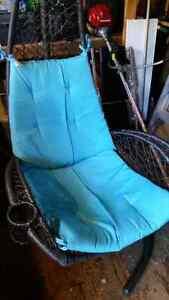 Superbe chaise flottante Gatineau Ottawa / Gatineau Area image 2