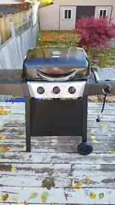barely used 1yr old BBQ & side burner & almost full propane tank