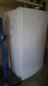 Amana 16 CuFt UPRIGHT FREEZER