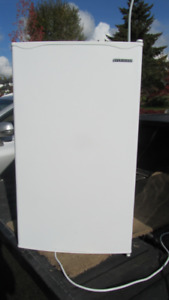 Mini Fridge    (Sylvania Model SFR328-White)