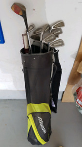Golf bag with balls