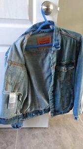 Levi's Denim Jacket (M) - Never worn