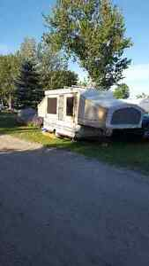 1990 Jayco 1006 Deluxe Pop up trailer(does not leak)