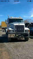 2001 Mack heavy Spec with wet line
