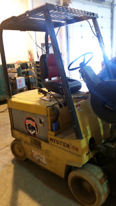 3 mast 4000 lb capacity HYSTER ELICTRIC FORKLIFT