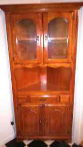 Beautiful China cabinet   MUST SELL    NO ROOM.