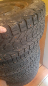 Winter tires / pneus d'hiver 205/65R15 on rims