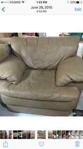 Moving Sale leather sofa set, Love seat and Chair London Ontario image 3