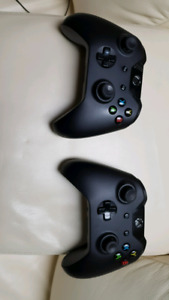 2 x Xbox one controllers