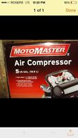 NEW - 5 gallon air compressor with hose