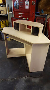 Corner Desk Kingston Kingston Area image 1