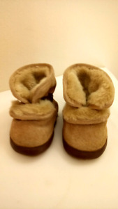Like New Robeez Winter Booties Size 0-6 Months