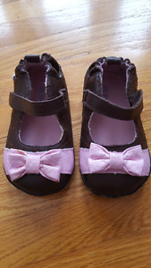 Robeez baby girl shoes size 3 (6-9 months)